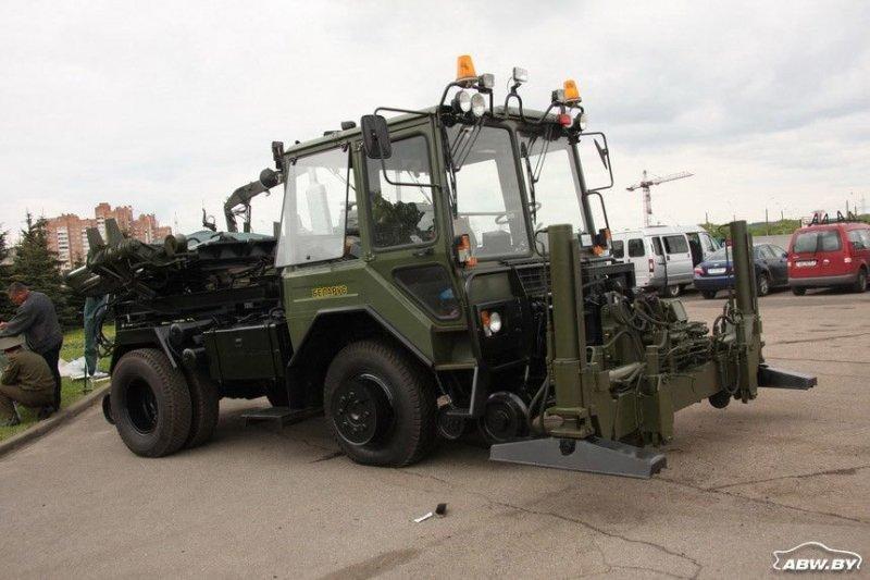 Существует тракторолокомобиль и в военном варианте. МТЗ, авто, автомобили, беларусы, сельхозтехника, спецтехника, трактор