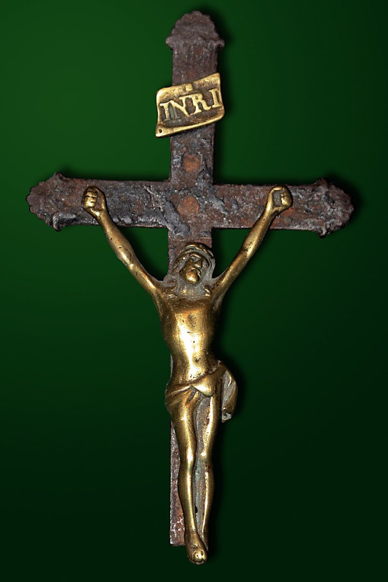 католическое распятие 18 века. ( лежало под ножкой стола, что бы стол не качался) бесхозность, камни, сокровища