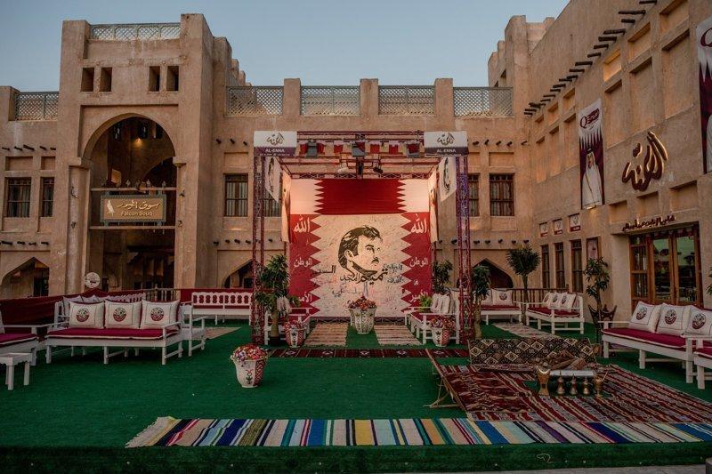 Снимки сегодняшней Дохи, столицы Катара. В связи с бойкотом в Катаре начался своеобразный культ личности эмира - его изображения можно часто увидеть на улицах Дохи арабские страны, ближний восток, в мире, катар, кризис, политика, факты, фото