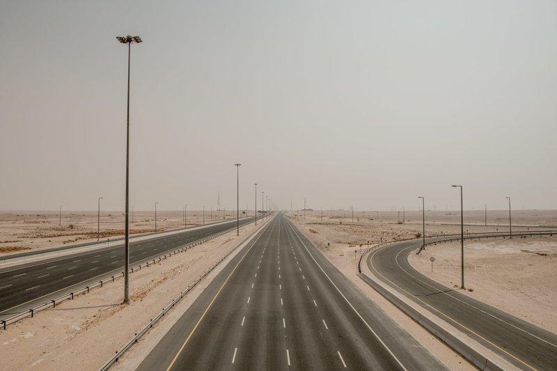 Раньше жители Саудовской Аравии часто приезжали в Катар на выходные, но с июня 2017 эта магистраль пустует арабские страны, ближний восток, в мире, катар, кризис, политика, факты, фото