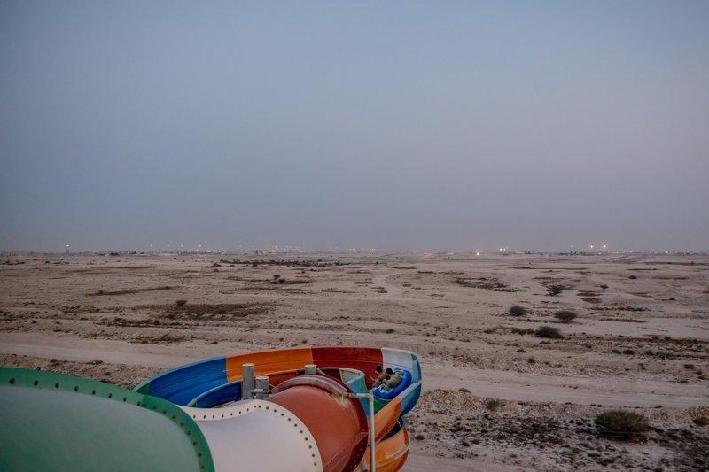 """Аквапарк в Дохе с видом на американскую военную базу """"Аль-Удейд"""" арабские страны, ближний восток, в мире, катар, кризис, политика, факты, фото"""