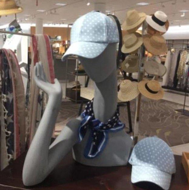 10. Лебединая шея идея, магазин, манекен, поза, фото, юмор