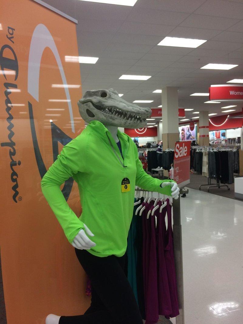 14. Мода для крокодилов идея, магазин, манекен, поза, фото, юмор