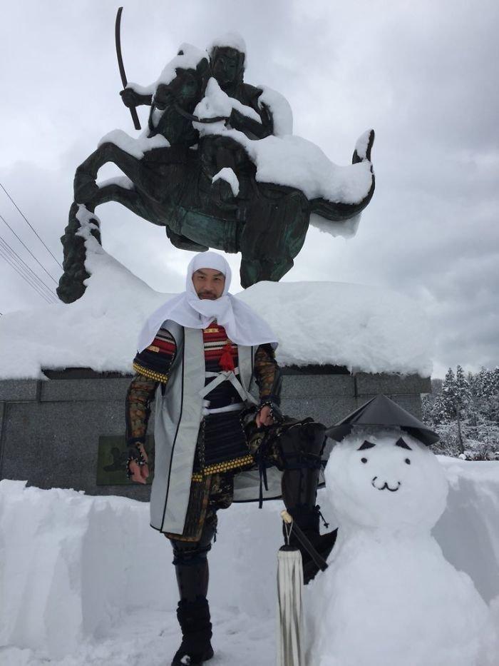 38. снег, снеговик, снеговик - в каждый двор, снеговики, снегопад, снежные, фигуры из снега, япония