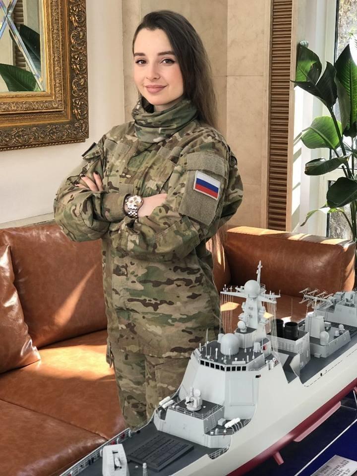 Русская девушка в военной форме Елена Делигиоз покоряет интернет военная форма, девушка, девушки, косплей, красивая девушка, милитари, соцсети, фото