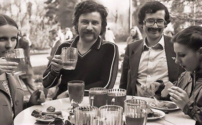 Народ собирался прямо на улице, для того что бы вкусить этот напиток СССР, алкоголь, интересное, напитки, пиво, советский союз