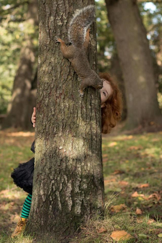 Девочка с белкой день, животные, кадр, люди, мир, снимок, фото, фотоподборка