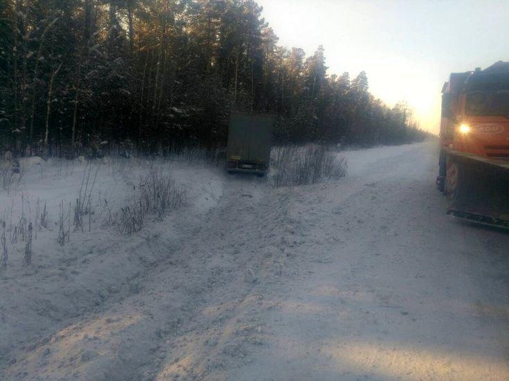 В Тюменской области спасли дальнобойщика с отмороженными руками авто, водитель, дальнобойщик, дпс, зима, мороз, обморожение, спасение