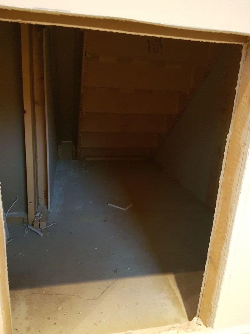 Приблизительно 4 кв. м свободного пространства идея, интерьер, комната, лестница, своими руками, собака, строительство