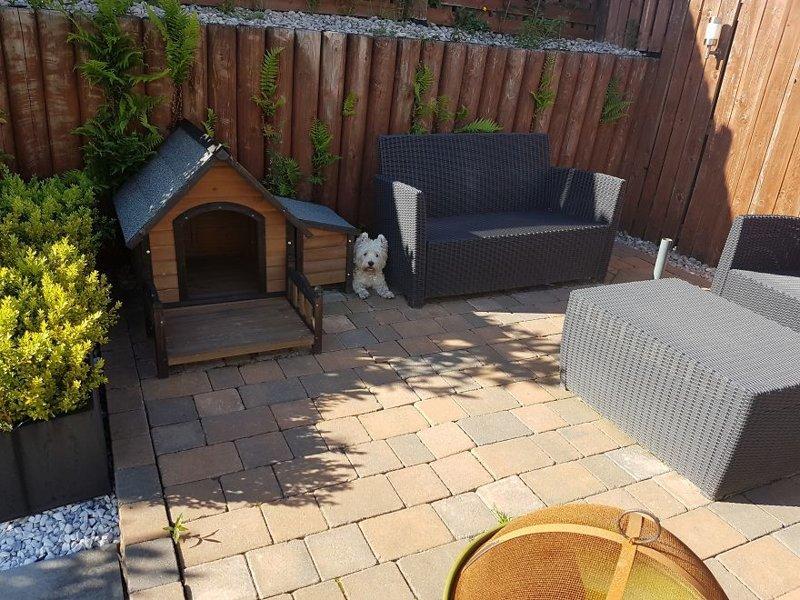 Кстати, на свежем воздухе у Молли еще есть маленький домик идея, интерьер, комната, лестница, своими руками, собака, строительство