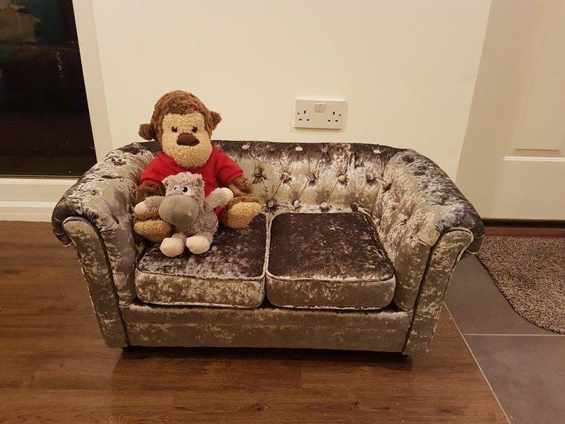 Майкл позаботился и о диванчике для любимицы идея, интерьер, комната, лестница, своими руками, собака, строительство
