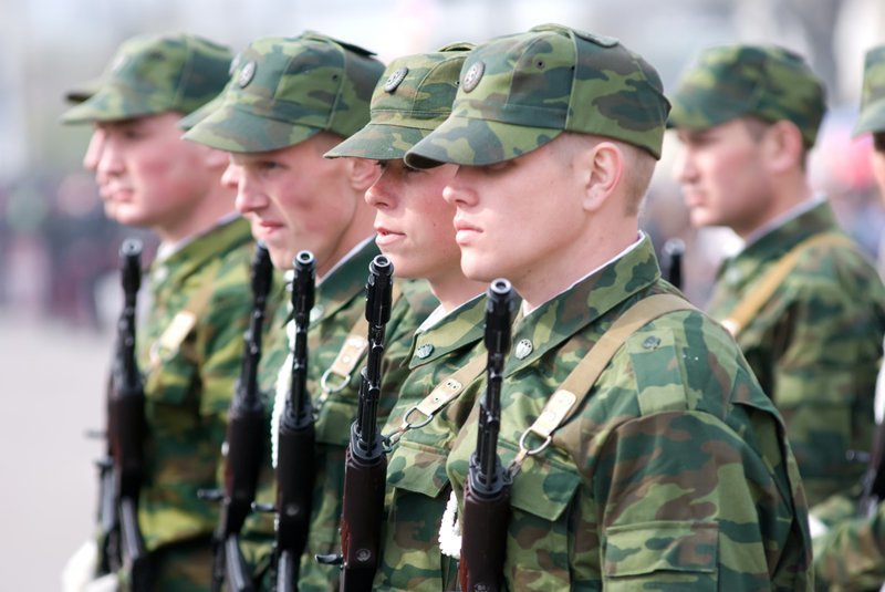 В армию снова предлагают забирать на два года ynews, армия, два года, закон, призыв, сенатор, служба, срочник