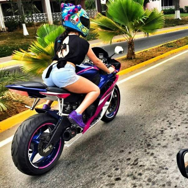 Девушка на мотоцикле день, животные, кадр, люди, мир, снимок, фото, фотоподборка