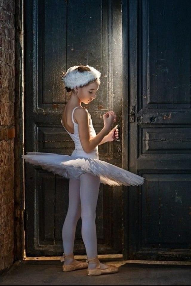 Юная балерина день, животные, кадр, люди, мир, снимок, фото, фотоподборка