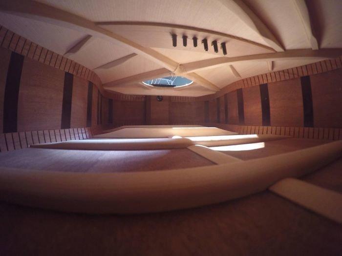 Внутри гитара выглядит, как огромная комната интересное, интересные фото, неожиданно, подборка, познавательно, редкие фото, секреты, фото
