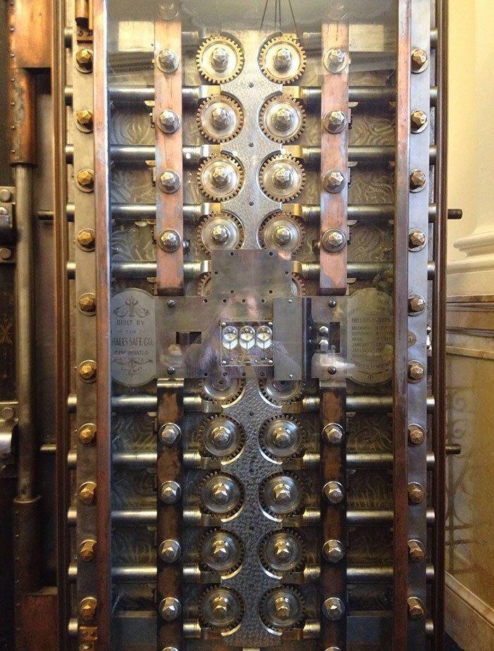Дверь банковского хранилища интересное, интересные фото, неожиданно, подборка, познавательно, редкие фото, секреты, фото