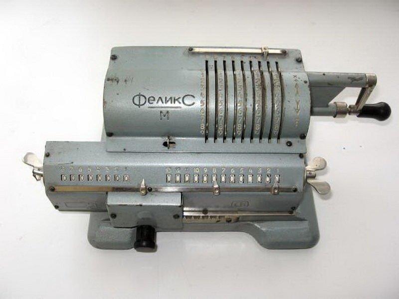 """2. """"Феликс М"""" - самый распространённый в СССР арифмометр (калькулятор). Назвали его в честь Феликса Дзержинского. Производился с 1929 по 1978 годы СССР, антиквариат, вещи из СССР, фото"""