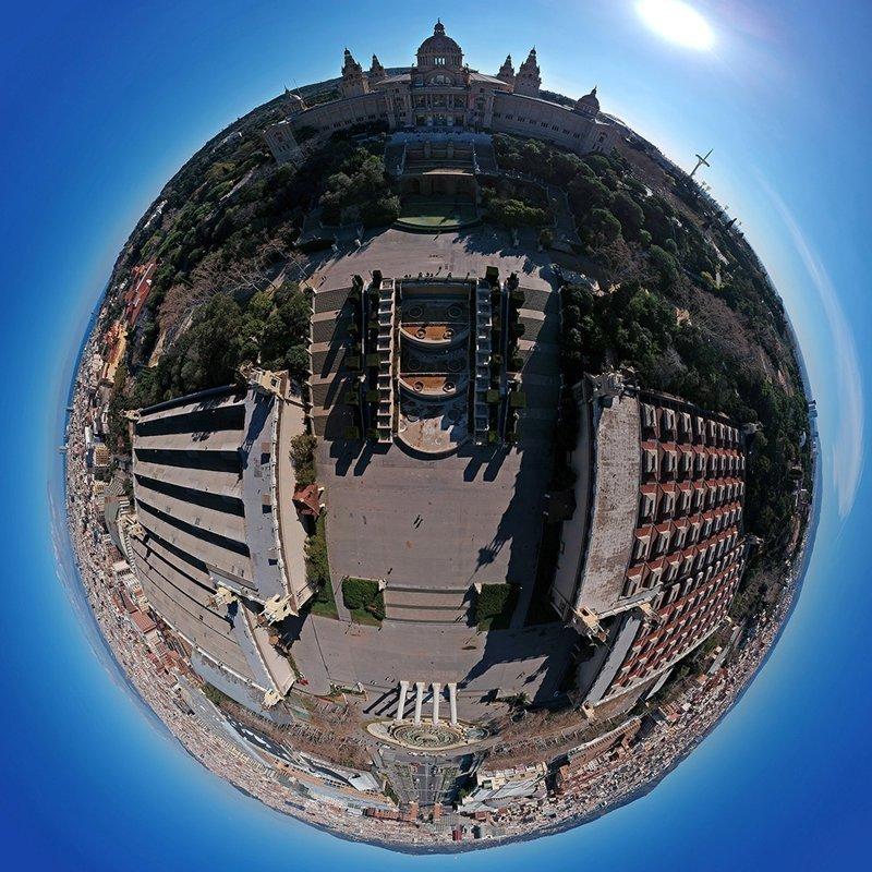 Барселона, похожая на маленькие планеты, в формате 360 градусов 360, аэросъемка, барселона, испания, мир, планета, ракурс, фотография