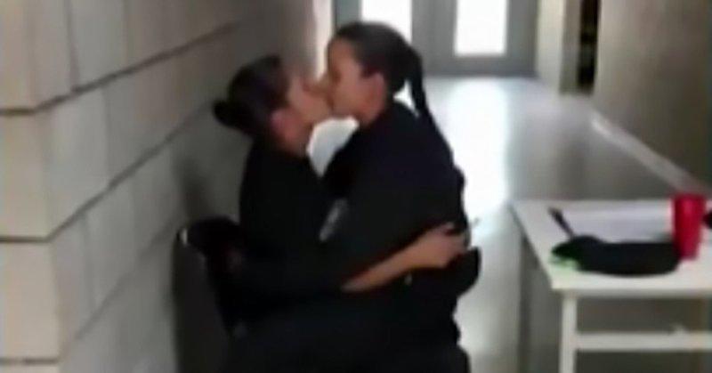 Учительница биологии арестована за соблазнение 17-летней школьницы ynews, лесбиянки, маты, несовершеннолетняя, ученица, учитель, фото, школа
