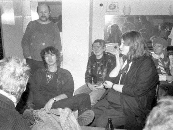Закулисные запросы знаменитостей: как выглядели гримерки известных людей гримерки, звезды, знаменитости, рок группы, современный шоубиз, фото