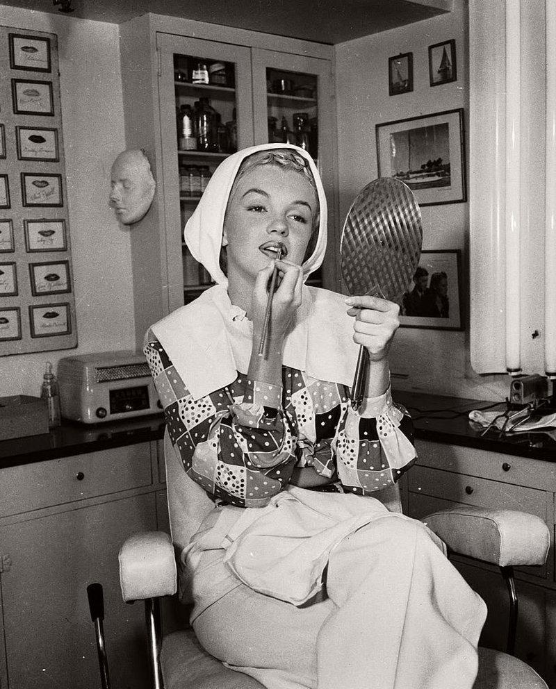 """14. Мэрилин Монро в Columbia Studios для """"Хористок"""" в 1948 году гримерки, звезды, знаменитости, рок группы, современный шоубиз, фото"""