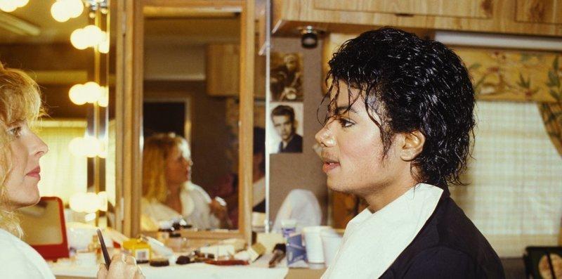 10. Майкл Джексон в гримерке гримерки, звезды, знаменитости, рок группы, современный шоубиз, фото