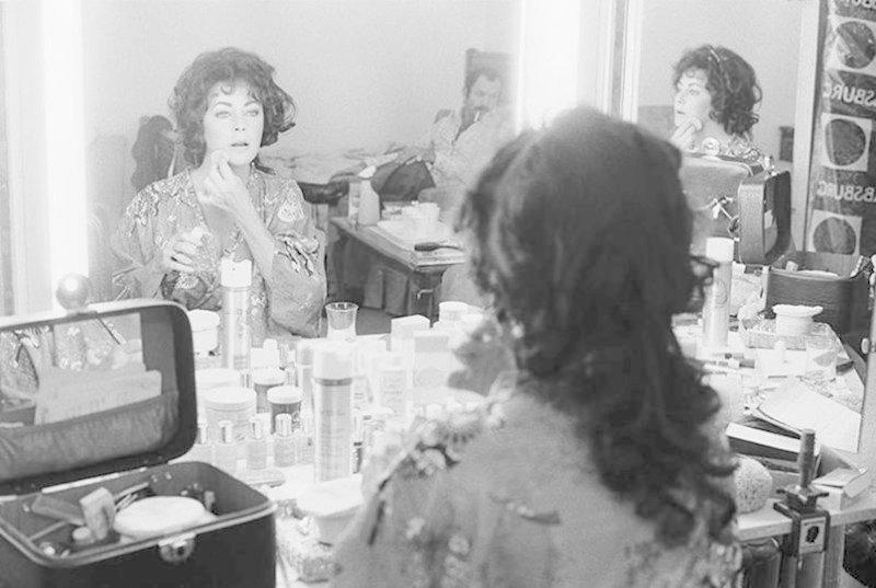 2. Элизабет Тейлор для Little Night Music, 1977 гримерки, звезды, знаменитости, рок группы, современный шоубиз, фото
