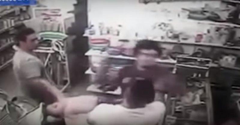 Покупатель избил младенца вместо его отчима аргентина, видео, вражда, драка, новости, ошибка, справедливость