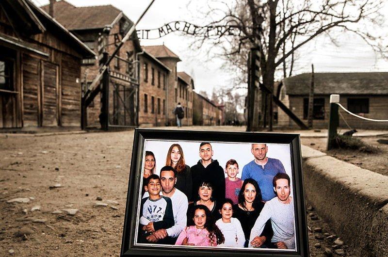 Триумф: 2-е, 3-е, 4-е поколения семьи выжившая, день памяти, освенцим, память жива, поколения, семья, фотопроект, холокост