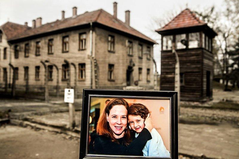 Двоюродная сестра и ее дочь (3-е и 4-е поколения) выжившая, день памяти, освенцим, память жива, поколения, семья, фотопроект, холокост