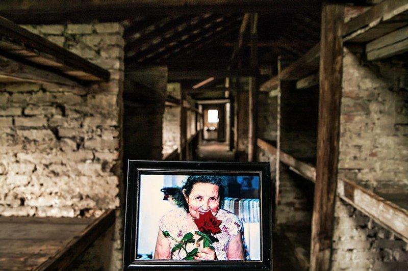 Бабушка Мириам на одной из последних своих фотографий выжившая, день памяти, освенцим, память жива, поколения, семья, фотопроект, холокост