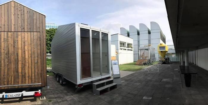 Миниатюрный «швейцарский армейский дом» под названием aVOID в настоящее время установлен возле музея Баухаус-Архив в центре Берлина в мире, дом, креатив, мебель, недвижимость