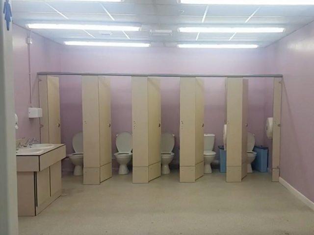 Маленькие девочки писают в туалете скрытая камера