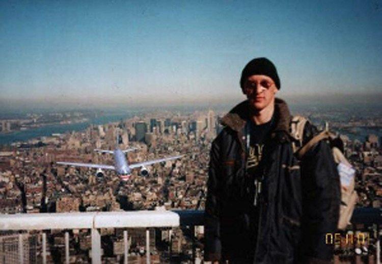 Турист на обзорной площадке ВТЦ за секунду до теракта 11 сентября газетные утки, дутые сенсации, истории, непроверенные факты, фальшивки, фальшивые новости, фото, фотограии