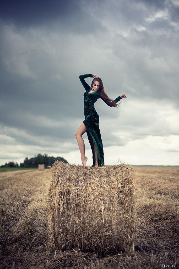 образ для фотосессии на сжатом поле маленькая девочка