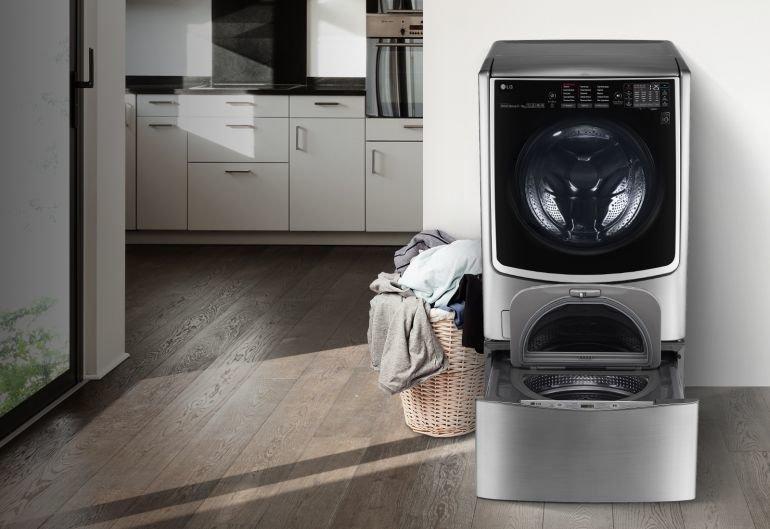 Эта стиральная машинка имеет два отделения - сверху вы можете постирать большой объем вещей, но если таковых не набралось, внизу есть еще одно отделение для малого объема белья. Существенная экономия воды и электричества на лицо Фабрика идей, ванная, идеи, компактность, маленькое помещение, экономность, эргономика