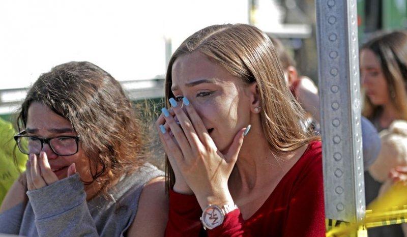 И снова жуткий расстрел в американской школе (8 фото + 6 видео)