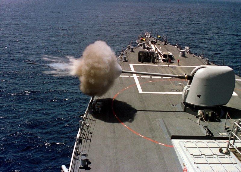 Ужасает и завораживает одновременно -  оружие в момент выстрела взрыв, военное, выстрел, красота, ужас