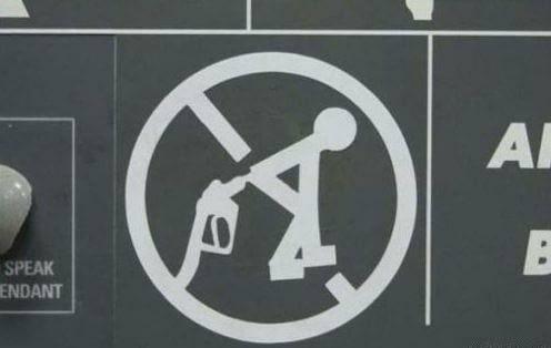 Не зря такой знак придумали. Ведь 100%, что кто-то додумался так сделать за бензином, заправка, очередь за бензином, попало в кадр, прикол, происшествия на заправке, случайности, юмор