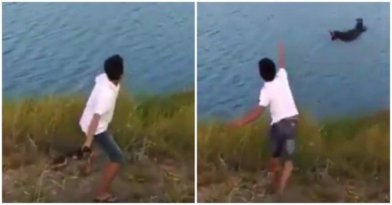 Малолетний идиот бросил крохотного щенка в водоем с крокодилами  ynews, в мире, видео, жестокость, животные, индонезия, крокодил, щенок