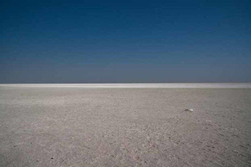 9. Этоша (солончак) Пан в Намибии интересно, необитаемые места, природа, удивительные места планеты, фото