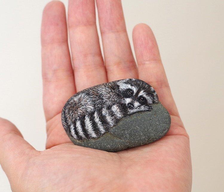 Японка превращает камни в очаровательных животных