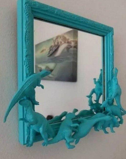 9. Даже зеркало можно декорировать с помощью игрушек интересно, на все руки мастер, поделки, рукоделие, своими руками, старые игрушки, фото