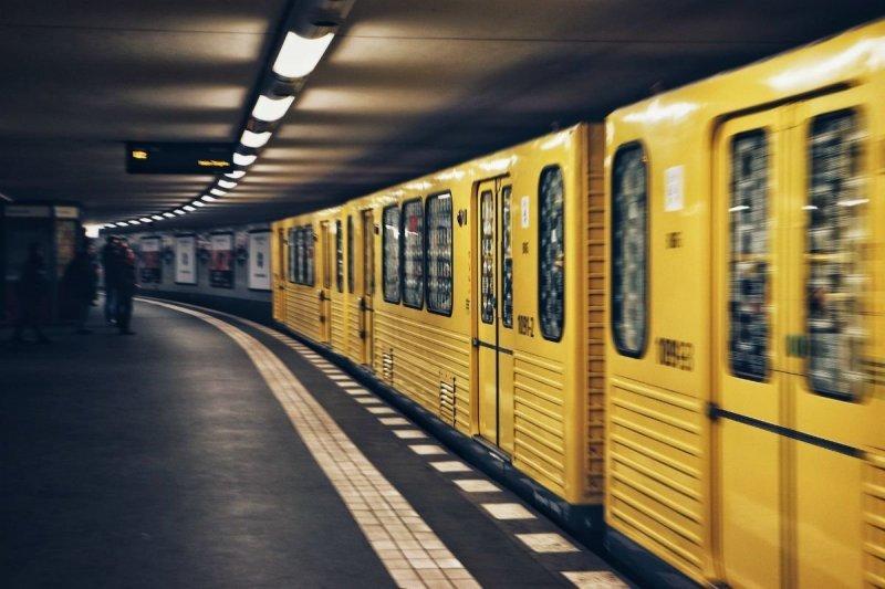 Пара занимающаяся сексом в берлинском метро видео