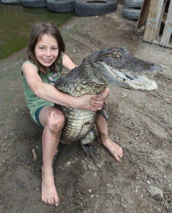 Крокодил в качестве питомца день, животные, кадр, люди, мир, снимок, фото, фотоподборка