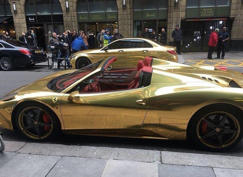 Самый дорогой среди них - Ferrari Spyder bentley, ferrari, mercedes, porsche, авто, золото, лондон, суперкар
