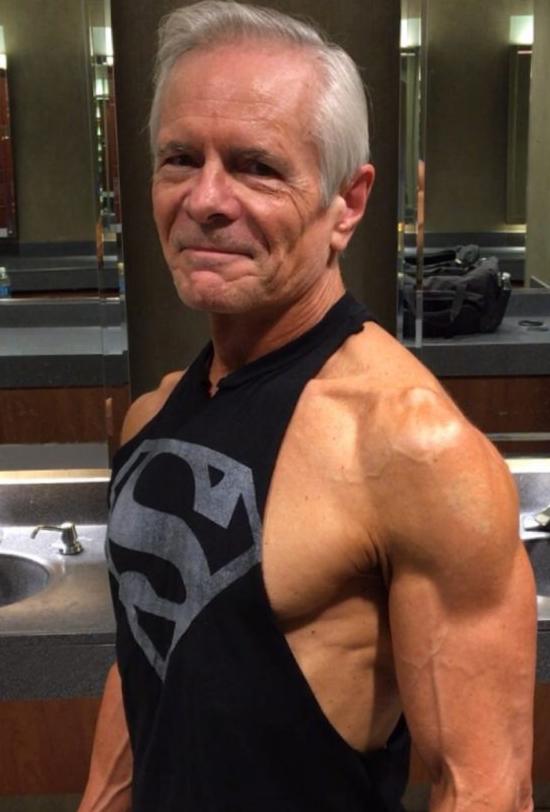 67-летний бывший морской пехотинец США из Далласа (штат Техас) начал вести фитнес-блог два года назад, и сам не ожидал такого наплыва аудитории Instagram, Instagram-аккаунты, блогер, пожилые, спорт, фитнес, фитнес мотивация, фото