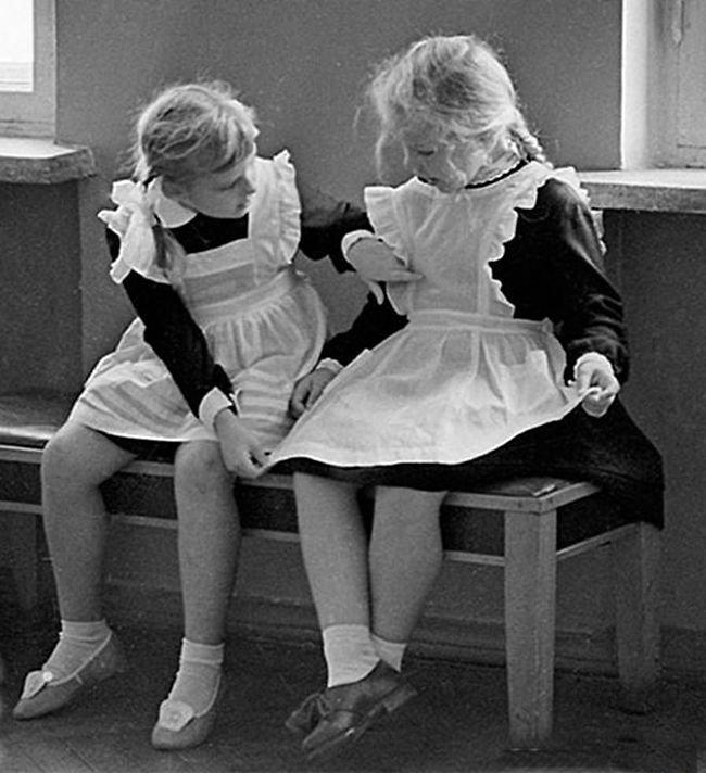 Белоснежные школьные фартуки СССР, детство, фотографии