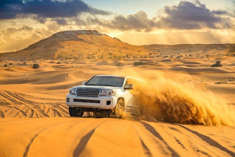 Правитель Объединенных Арабских Эмиратов спас застрявших в пустыне туристов ynews, оаэ дубай, пустыня, спасение, туристы, шейх
