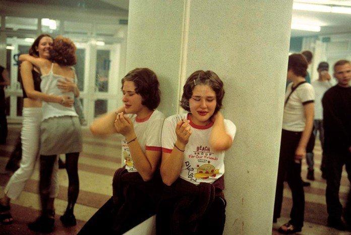 Отчаянная Россия 90-х: вся правда в фотографиях девушки, лиз сарфати, лихие 90-е, фото, фото 90-х